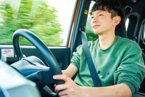 車 運転 男性